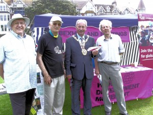 Bexhill mayor supporting WDM, Egerton Park, 2008.